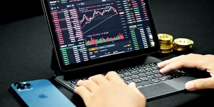 Diversifying in Cryptocurrencies